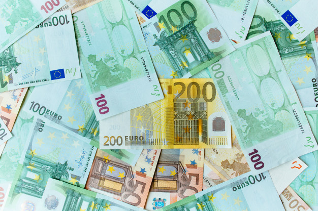 euro-cash-background-many-banknotes-euro-currency_8353-6557[1]